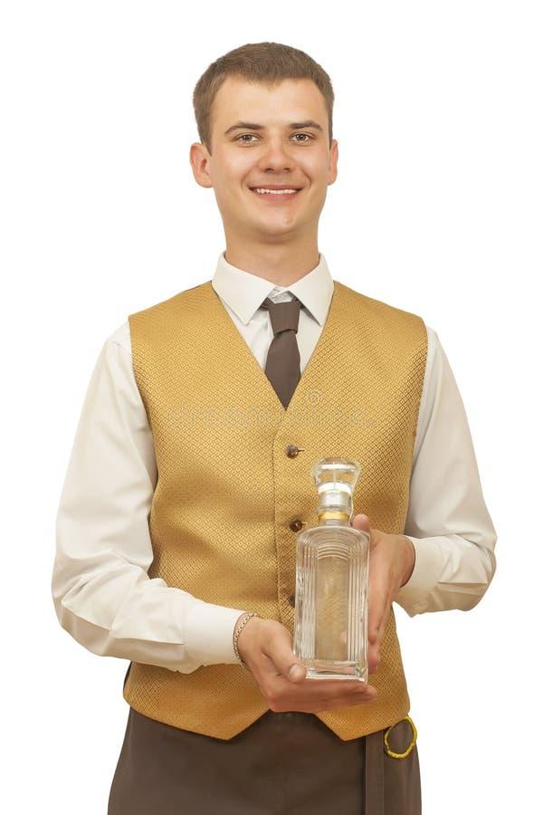 有一个瓶的人侍者伏特加酒 免版税图库摄影