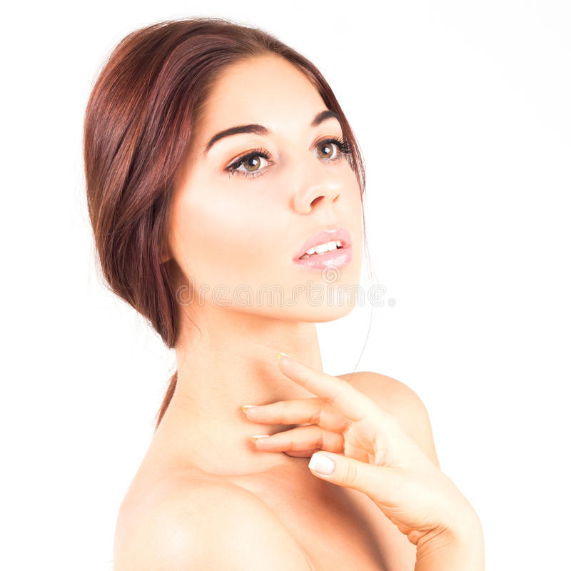 有一个美丽和干净的皮肤感人的脖子的华美和端庄的妇女 秀丽接近的图象温泉处理 库存图片
