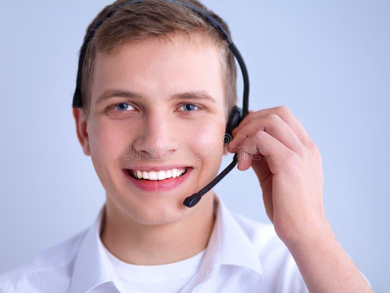 Download 有一个耳机的用户支持操作员在白色 库存图片. 图片 包括有 销售额, 招待员, 运算符, 顾问, 代表, 总公司 - 62527251