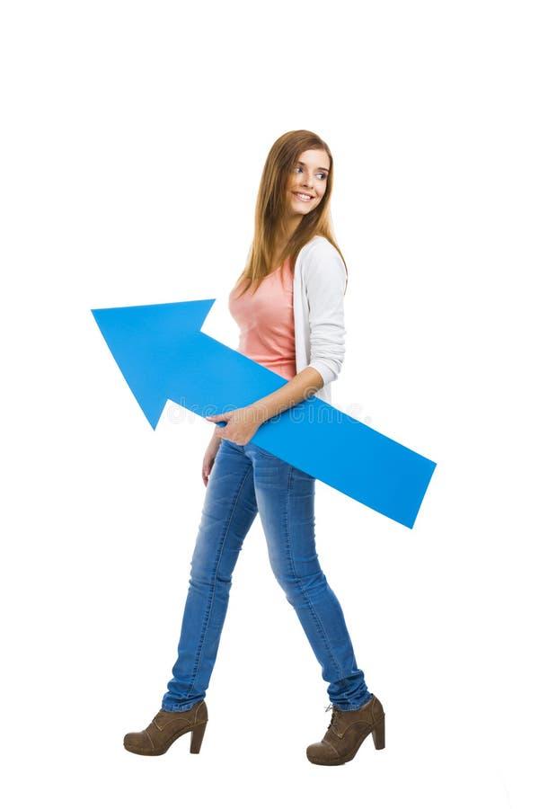 有一个蓝色箭头的妇女 免版税库存照片