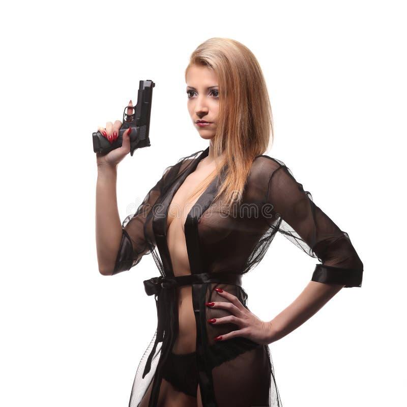 有一杆枪的典雅的时髦的女人在手上 免版税图库摄影