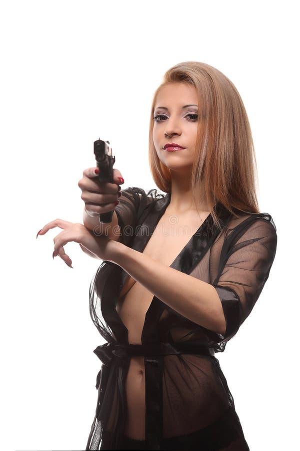 有一杆枪的典雅的时髦的女人在手上 免版税库存照片