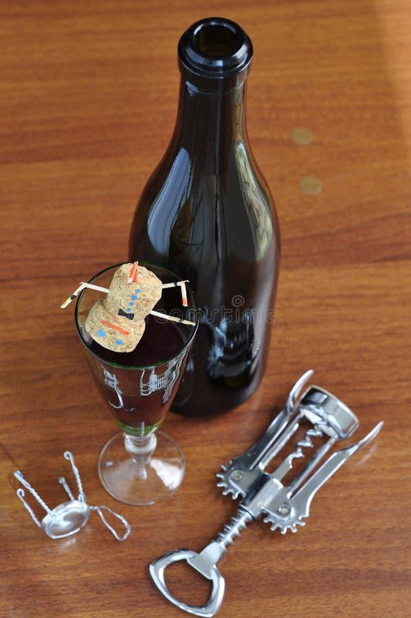 有一杯的瓶酒 库存照片