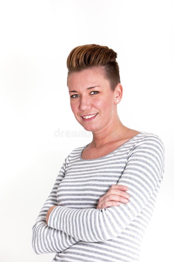 有一种现代发型的微笑的可爱的妇女 免版税库存图片