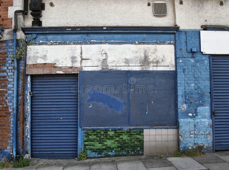 有上的店面的被放弃的遗弃商店  库存图片
