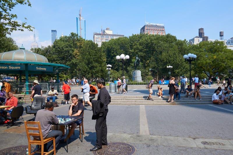 有下象棋者和人的联合广场在纽约 免版税库存图片