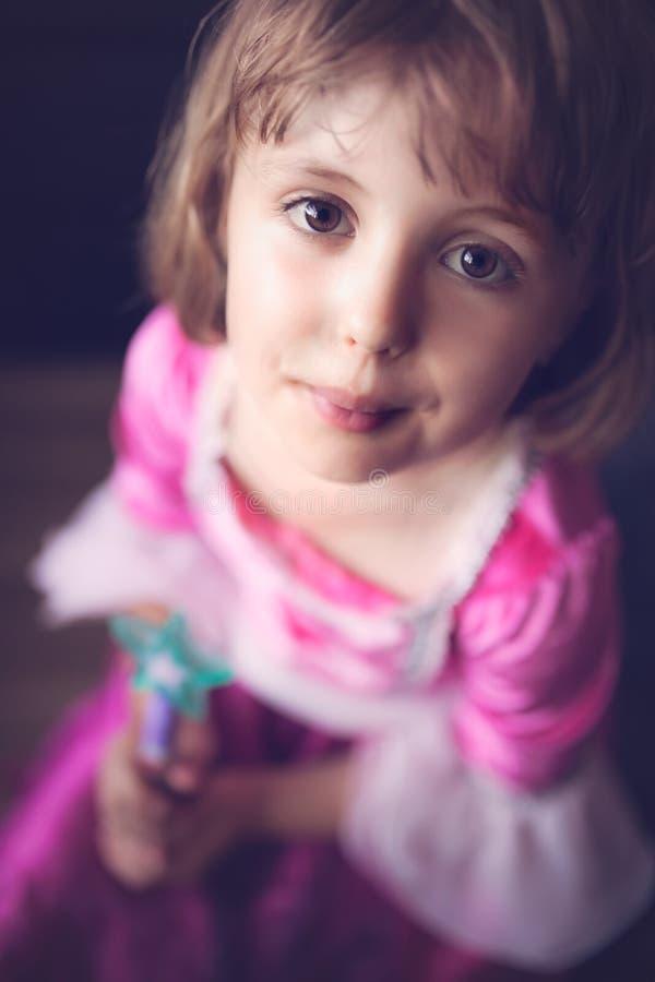 有不可思议的鞭子的小公主 库存照片
