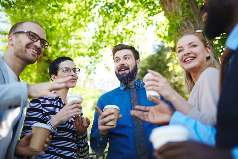 有与同事的咖啡休息 免版税库存照片
