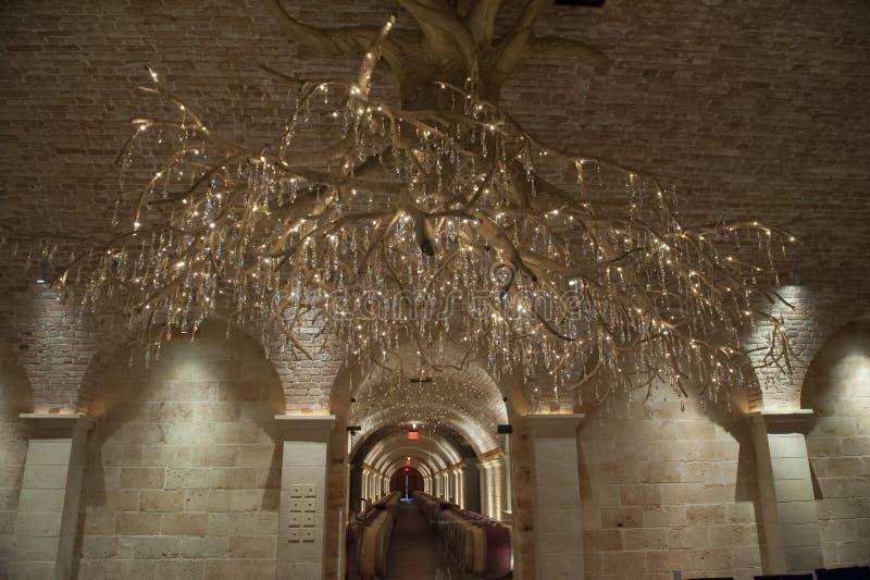 有专属枝形吊灯的, Nappa谷葡萄酒库 免版税库存图片