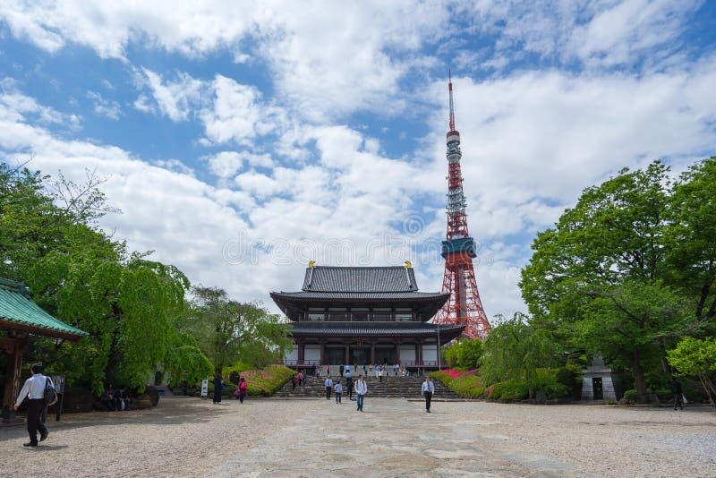 有东京铁塔的在东京市,日本Zojoji寺庙 免版税库存照片