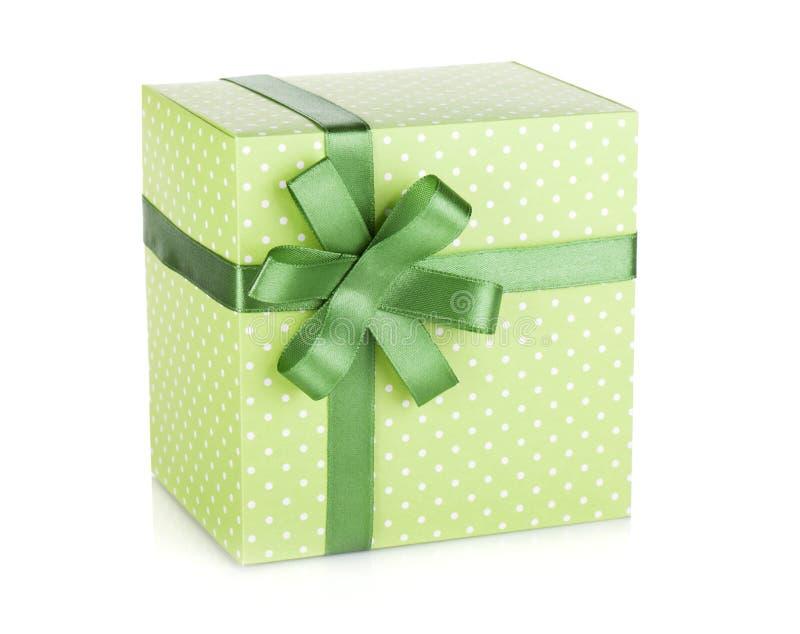 有丝带和弓的绿色礼物盒 免版税库存照片