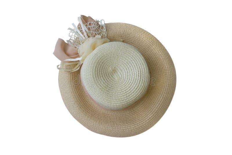 有丝带的俏丽的在白色背景海滩帽子顶视图隔绝的草帽和花 免版税库存图片