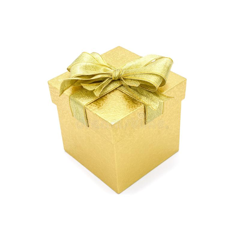 有丝带的美丽的金礼物盒 库存照片