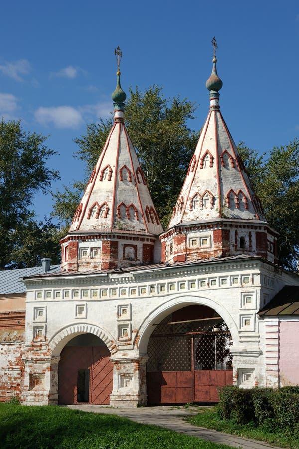 有两个帐篷型塔的圣洁门-苏兹达尔 库存图片