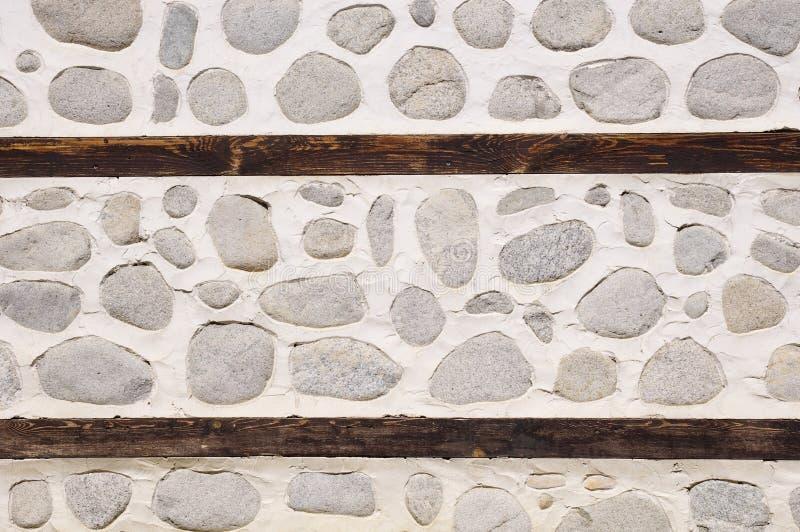 有两个木粱的石墙 免版税库存照片