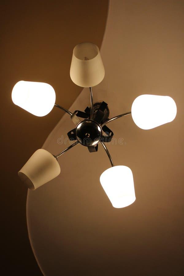 有两个被熔化的电灯泡的枝形吊灯 免版税库存图片