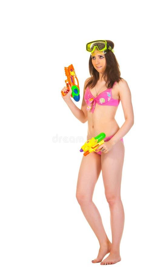 有两水枪的比基尼泳装女孩 免版税图库摄影
