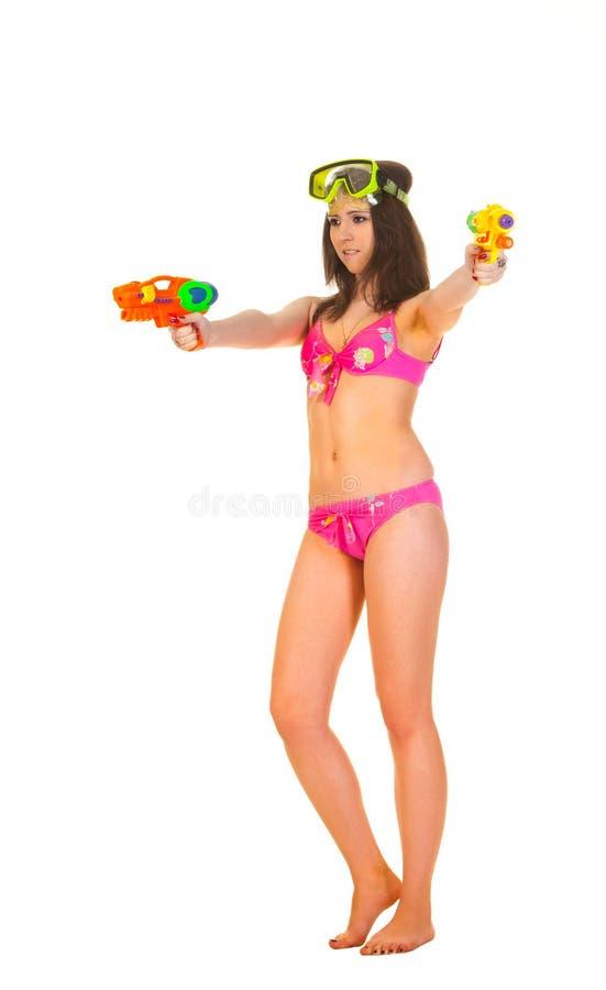 有两水枪的比基尼泳装女孩 免版税库存图片