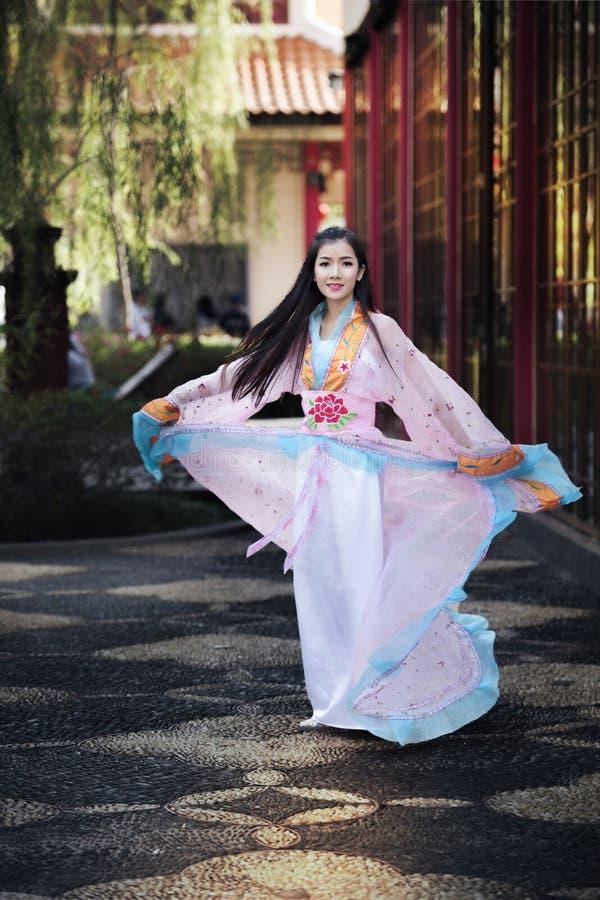 有中国传统礼服的中国,亚裔妇女 免版税库存图片