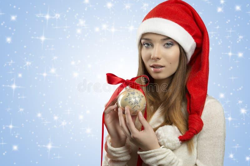 有中看不中用的物品的性感的圣诞节女孩 免版税图库摄影