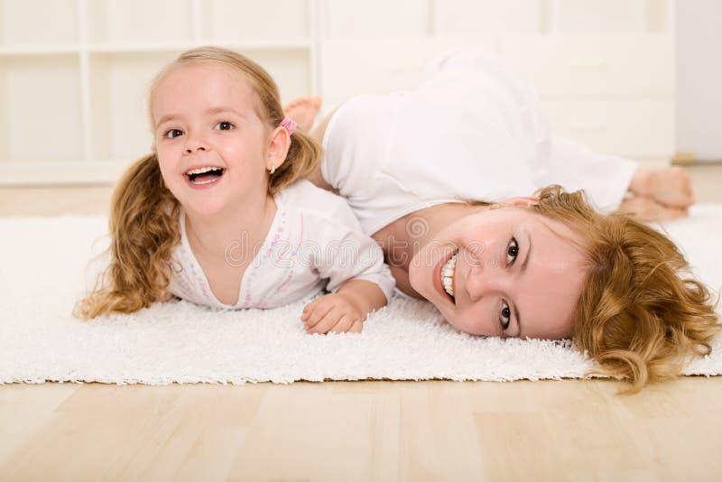 Download 有乐趣的女孩小使用的妇女 库存图片. 图片 包括有 朋友, 子项, 乐趣, beautifuler, 孩子 - 14513963