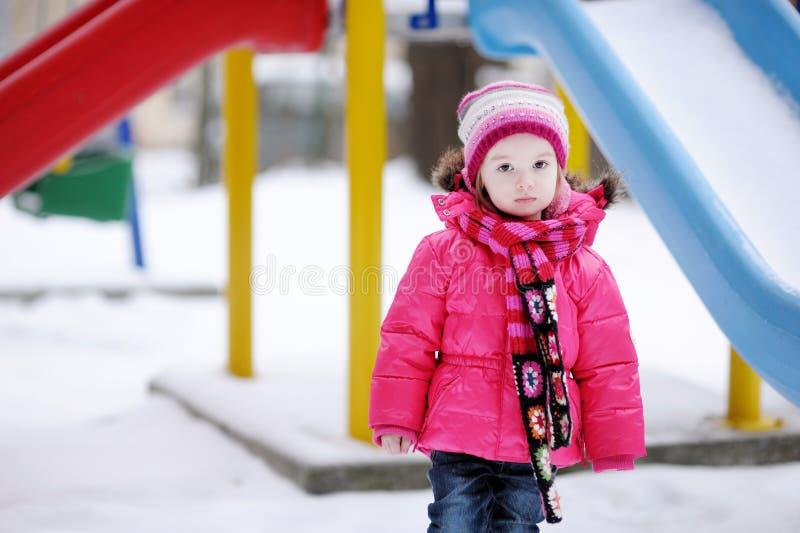 有乐趣的女孩少许冬天 库存图片