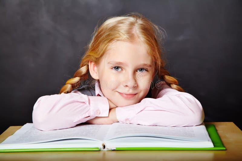 有书的女小学生 免版税库存图片