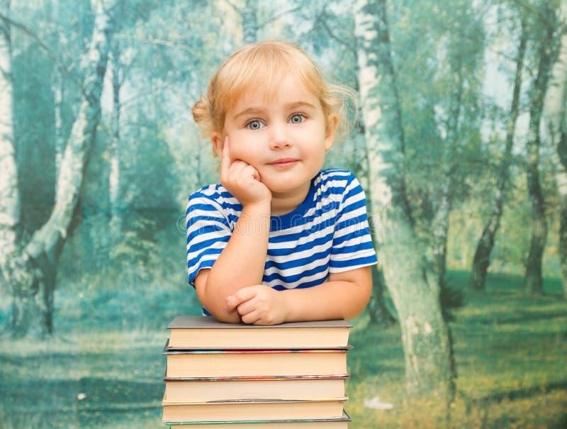 Download 有书的小女孩 库存图片. 图片 包括有 纵向, 系列, 读取, 作用, 女性, 生活方式, 查找, 逗人喜爱 - 59106385