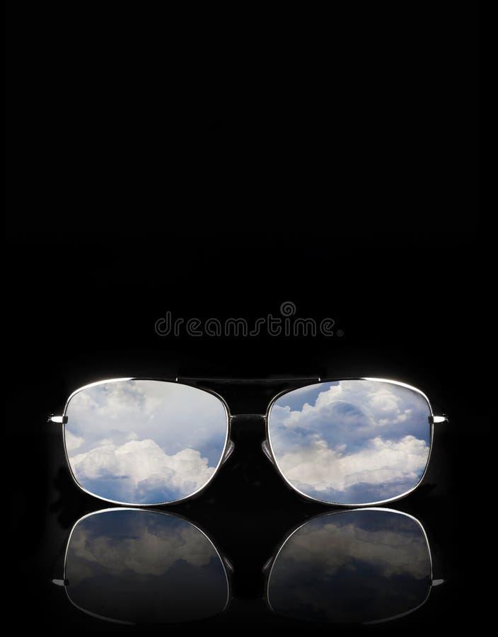 有云彩反射的太阳镜 库存照片