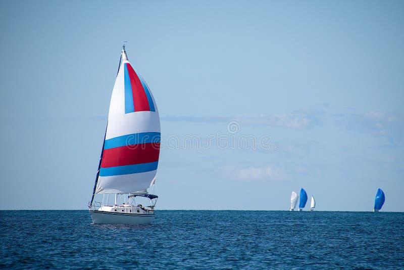 有五颜六色的大三角帆的风船 免版税图库摄影