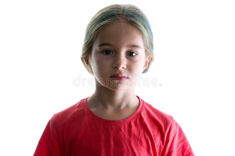 有五颜六色的头发和严肃的神色的女孩 图库摄影