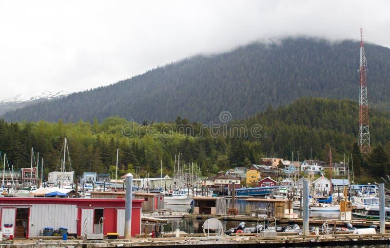 有五颜六色的房子的Ketchikan船坞 免版税库存照片