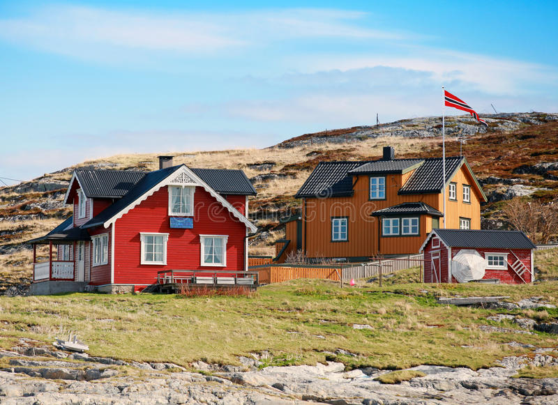 有五颜六色的木房子的挪威村庄 免版税库存照片