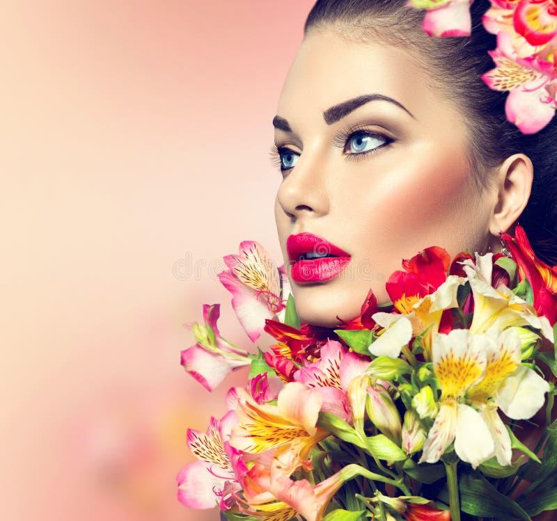 有五颜六色的花的式样女孩 库存图片