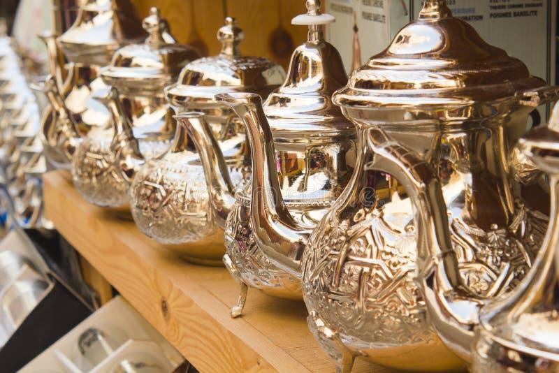 有些茶壶在菲斯义卖市场  免版税库存图片