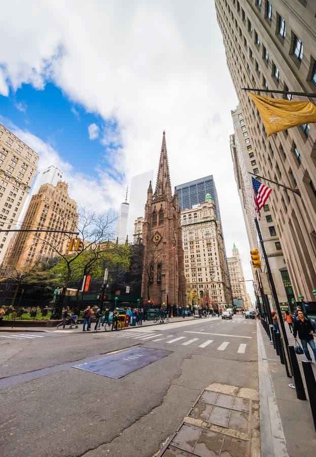 有交通游人的NYC领港教会在曼哈顿和街道 免版税库存图片
