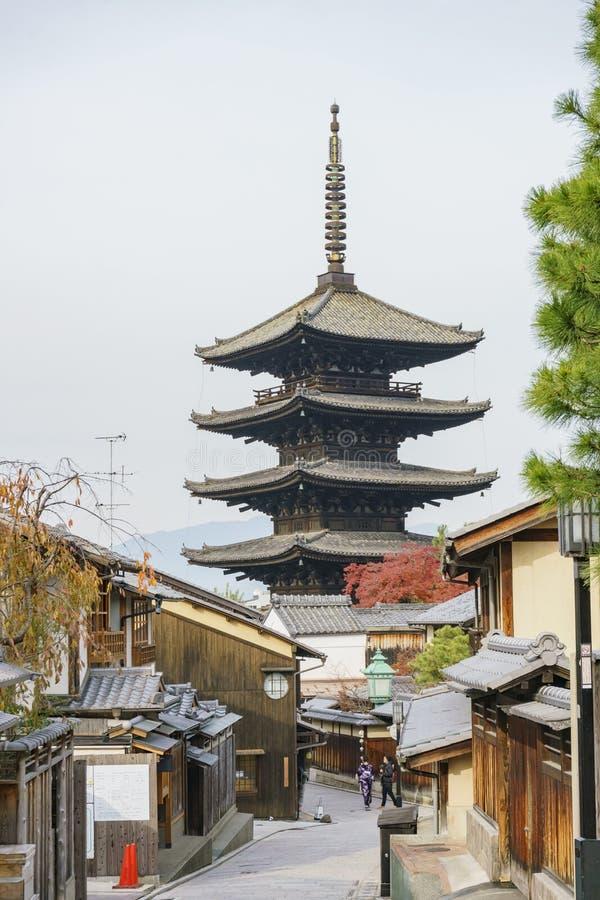 有京都古老街道的Yasaka塔 库存照片