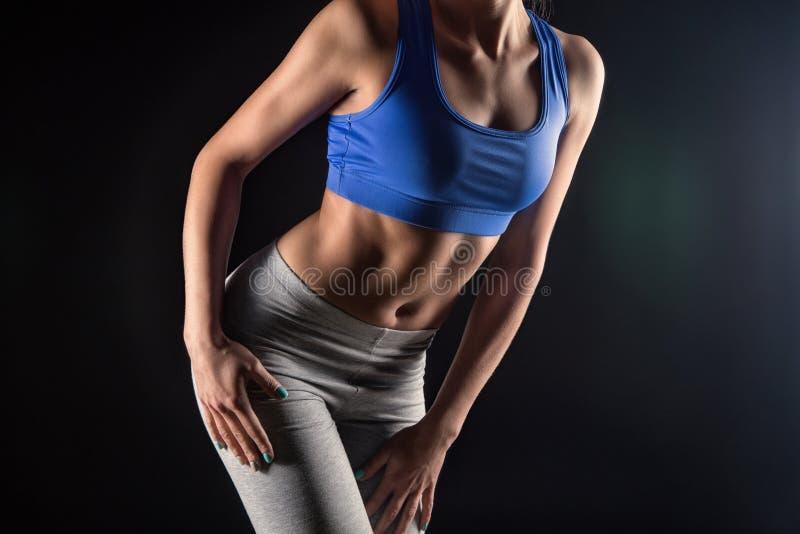 有亭亭玉立的形状的健身妇女 图库摄影