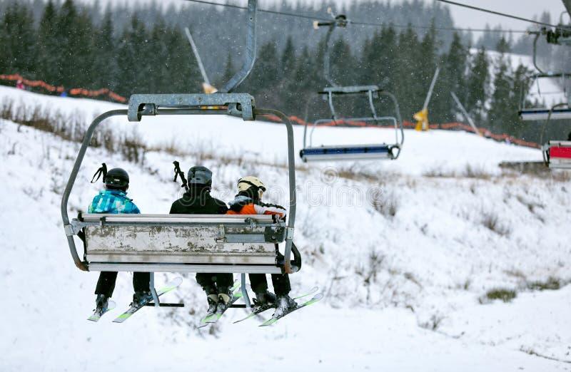 有人的驾空滑车滑雪场的 库存图片