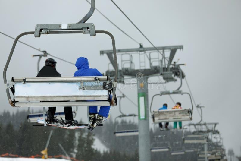 有人的驾空滑车滑雪场的 免版税图库摄影