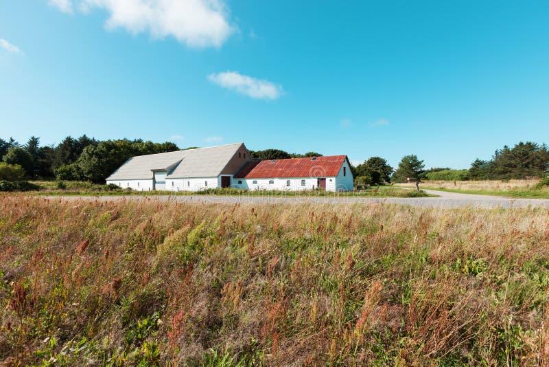 有仓库的乡间别墅在丹麦 免版税库存照片