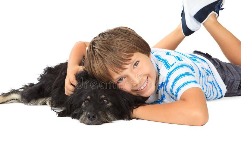 有他的狗的男孩。 免版税库存照片