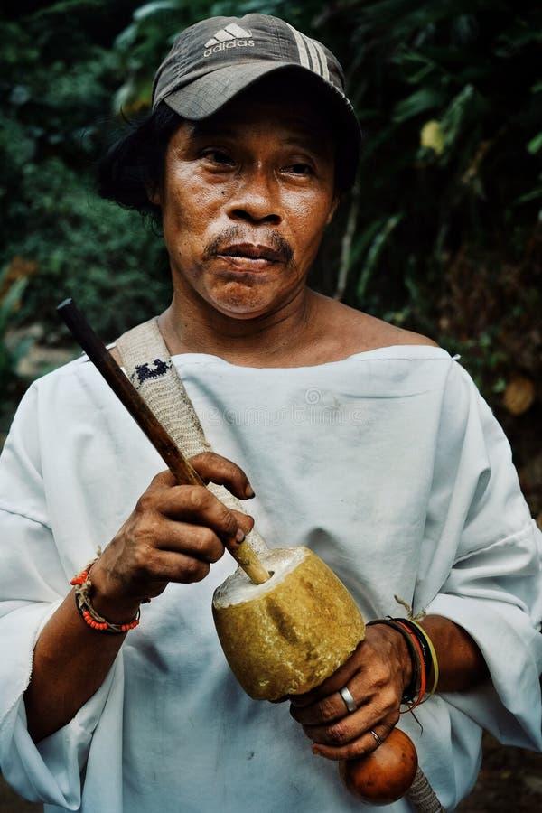 有他的poporo的部族kogi人帮助tairona国家的古老设备 免版税库存照片