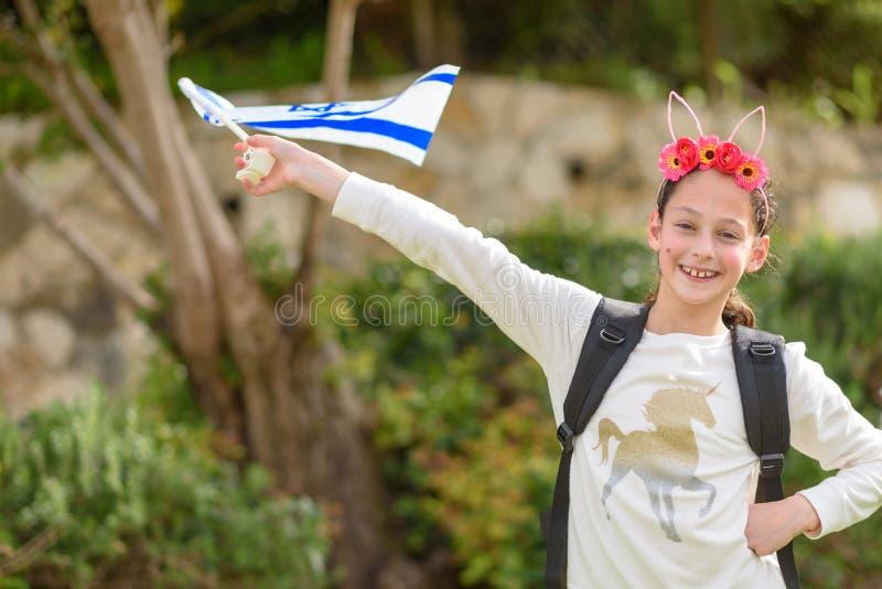 有以色列旗子的愉快的女孩 图库摄影