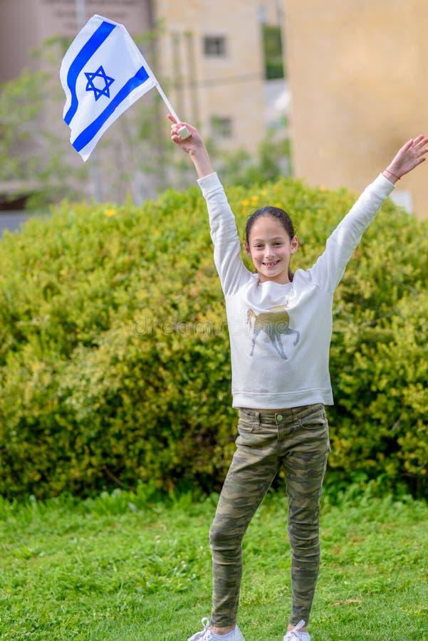 有以色列旗子的愉快的女孩 免版税库存照片
