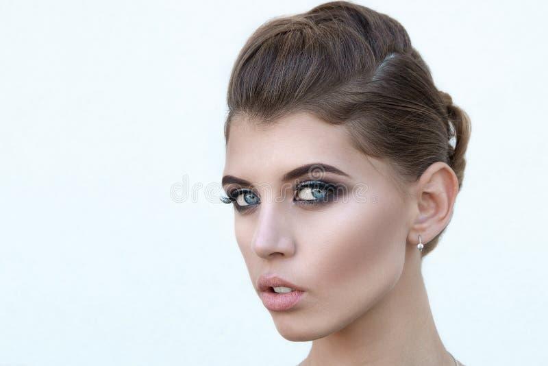 有优质构成的美丽的女孩,特写镜头面孔 免版税库存图片