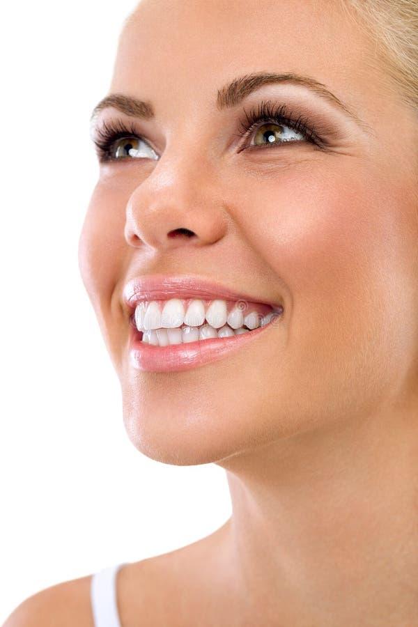 有伟大的健康白色牙的妇女 免版税库存照片