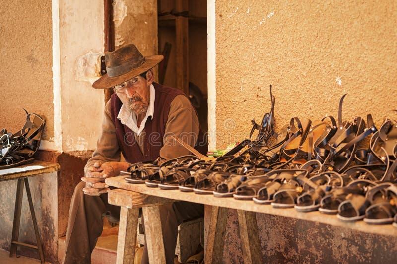 有传统衣物和帽子的未认出的土产Yampara人,在地方Tarabuco星期天市场上,玻利维亚,南美 免版税图库摄影