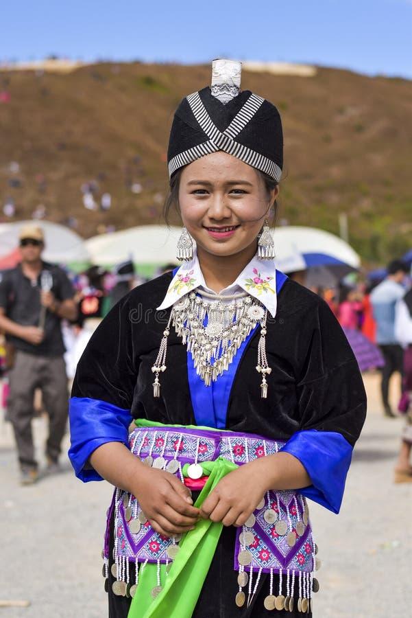 有传统选矿的Hmong妇女 库存照片