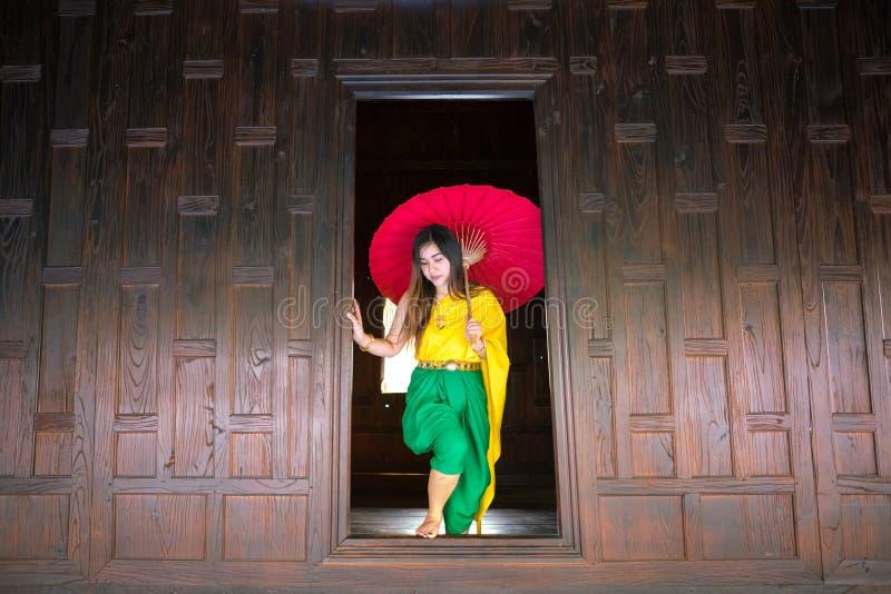 有传统风格的泰国妇女 免版税图库摄影